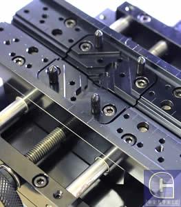 Универсальные самоцентрирующие тиски фрезерного ювелирного станка MAGIC 30