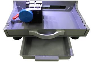 Ящик для хранения инструмента, позволяет  хранить фрезы и тиски для крепления  различных заготовок ключей