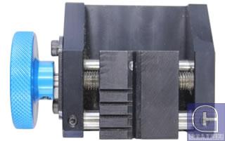 Тиски для фиксации луночных (тубулярных) ключей