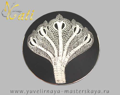 Серебряное изделие с фотогравировкой кобры
